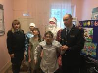 В Ульяновске полицейский Дед Мороз поздравил с Новым годом